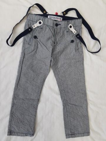 Calça sarja com suspensórios